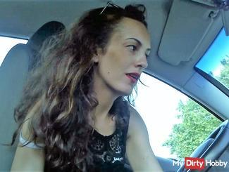 En voiture , sans culotte...petit plaisir!