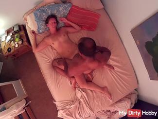 Caméra au-dessus du lit montres interracial couple de baise (partie 7)