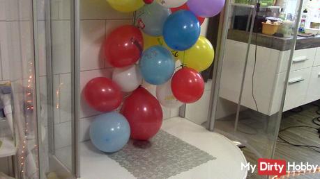 Vorbereitung Dusche.. Ballonpop mit Sandalen--