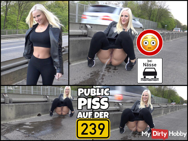 DREIST - All can watch me PUBLIC PISS right on the main road