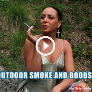 Outdoor smoke and boobs !