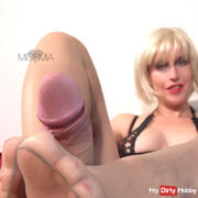 Spray on my feet! This NYLON-FOOTJOB you NEVER forget!