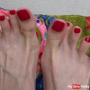 Relaxing feet toe fetish