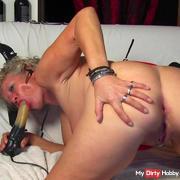 Horny MILF Cinzia goes off!