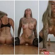 Aua!!! Riesendildo zerfickt meine Pussy: Reiten will gelernt sein ;)