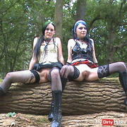 Wettpissen in the forest