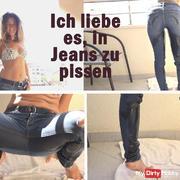 Hehe !!! Ich liebe es, auf dem Balkon in Jeans zu pi**en.