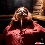 Dominakuss - spitting