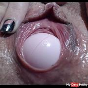 Awesome pussy coltrol .HD Ball play
