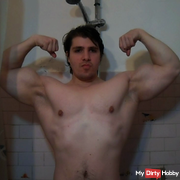 hot beast flex his muscles in the shower