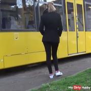 hand**b in der Strassenbahn!