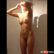 Geil beobachtet in der Dusche ??