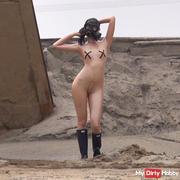 Posen in gas mask)