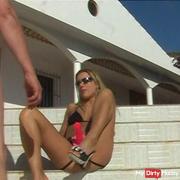 Miss Nikki auf Teneriffa fickt ihren Sklaven Outdoor
