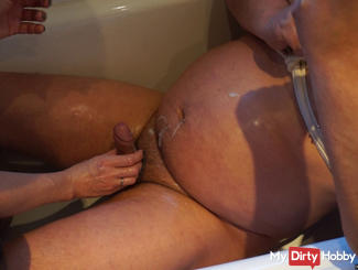 Handjob in the bathtub