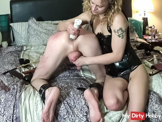 Young Mistress destroys a guy asshole !