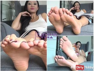 Be my foot slave!