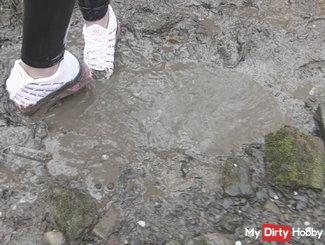 Sneaker werder eingesaut in the mud / Mud / paint wetlook leggings / down jacket