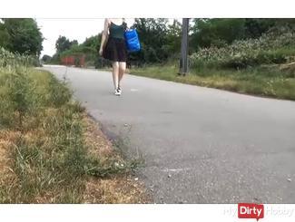 Spanner-Creampie ** Passant fucks me 10 meters next to the bike path *