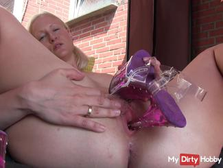Dirtytalk: Horny on highheels - outdoor solo Fick