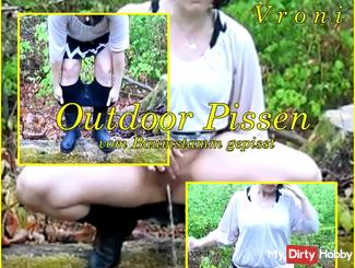 #Outdoor Pissing - #pissing from the tree trunk