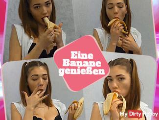 Eine Banane genießen