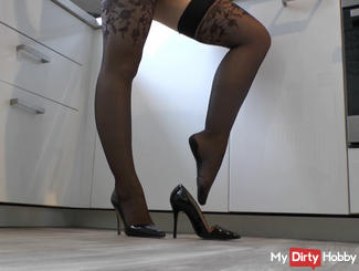 Your goddess in sexy nylon stockings