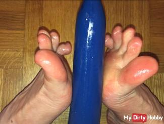Geiler Footjob with blue dildo (request video)