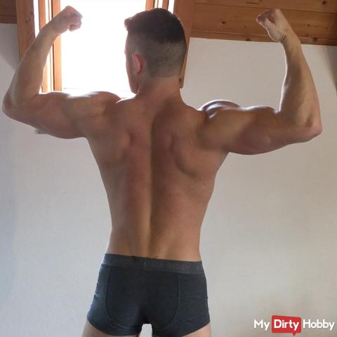 Bodybuilding flexing for you!