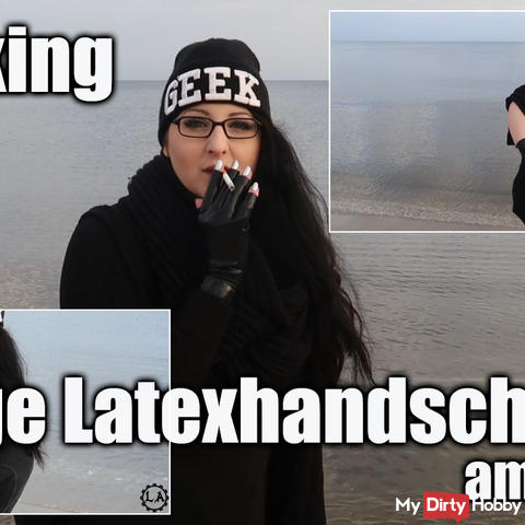 Smoking - long Latex Handschuhe am Meer