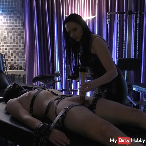 Lederherrin milks her slave virgin90 man off!