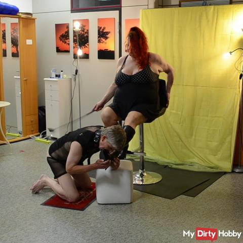 The slave had to lick my Stifel while I spanked him.
