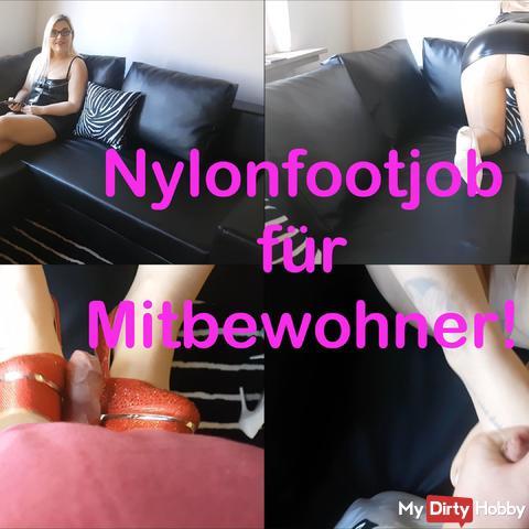 Nylonfootjob with roommates!