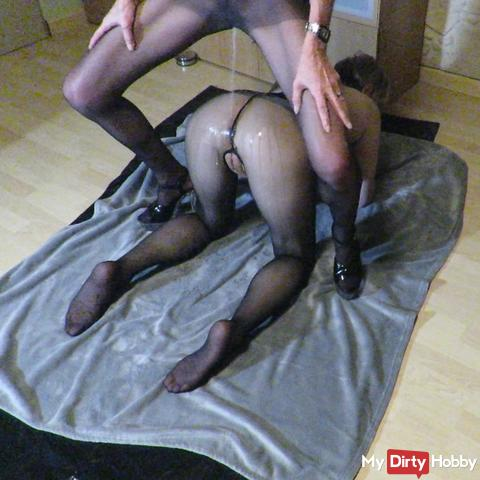 Playing and pissing in pantyhose