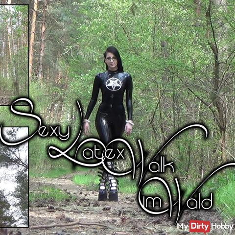 Sexy Latex-Walk im Wald - Outdoor Walking
