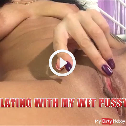 Playing with my wet pussy ! Close up pussy !
