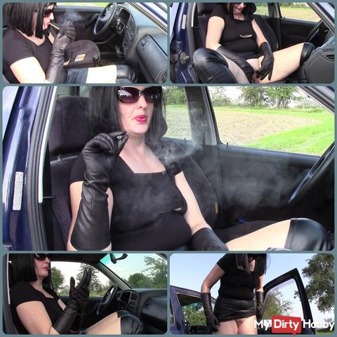 MILF Angela ... cigarillo, leather gloves and wet pussy