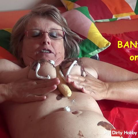 Bananaspilit auf den Titten DE+EN
