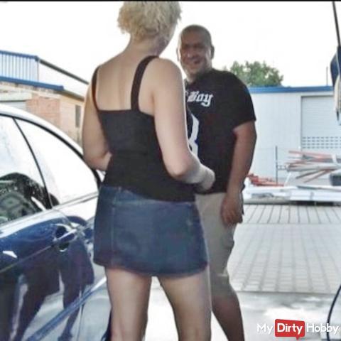 Blondie bei der Waschanlage abgefi**t