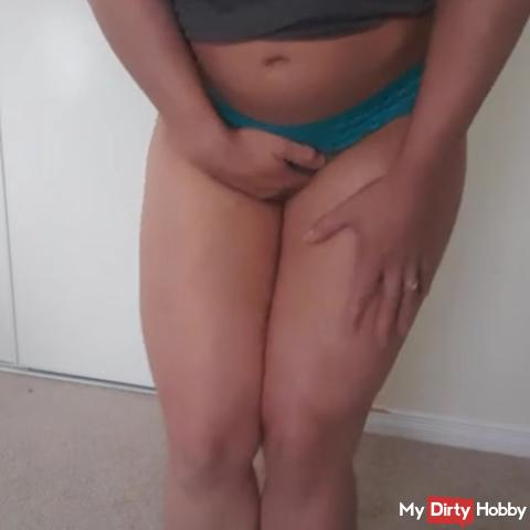 Pee holding challenge leading to a bulding bladder & leaking in my panties.