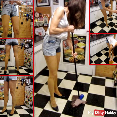 Piss in Jeans-Hotpants + FSH - NS-Bodenwischen
