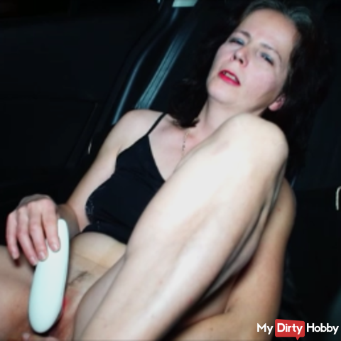 Mastubiert with my Womanizer in the car