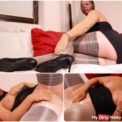 Pantyhose deviated from nylons and pussy