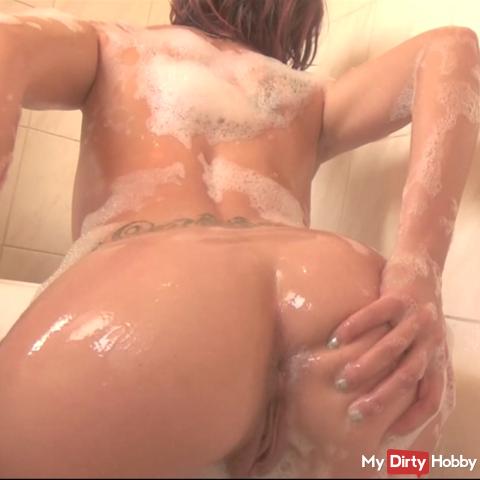 Viens me matter dans mon bain entrain de me savonner :)
