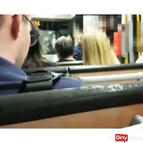 Megakrank!!!Public Handjob in der Straßenbahn+XXL Cumshot*