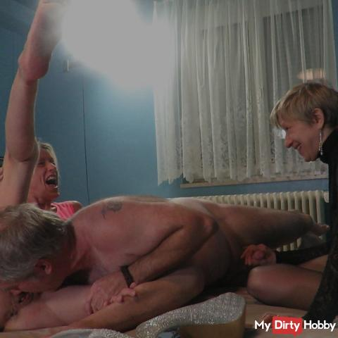 Licking pussies and blowing cock