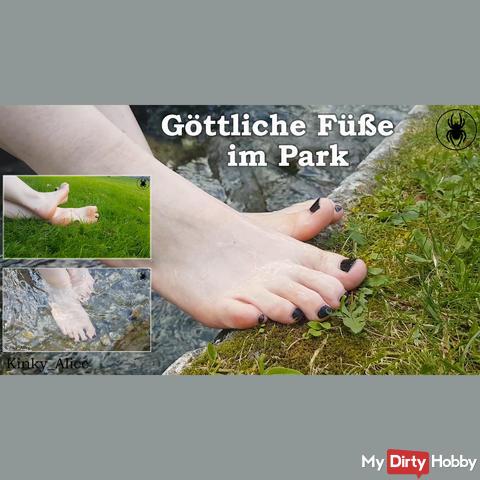 Göttliche Füße im Park