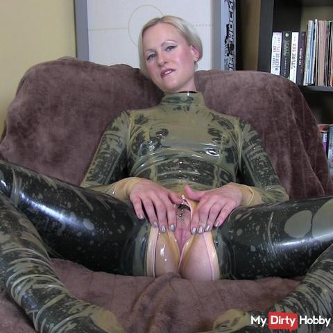 Layering fetish, spray me full!