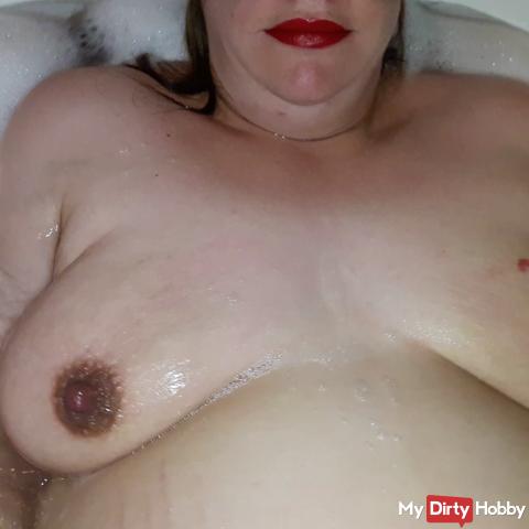 Pregnant in the bathtub