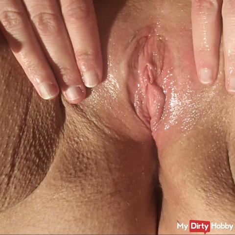 I rub my oiled pussy